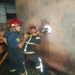 Bomberos de la Policía sofocaron rápidamente un incendio en un Aserradero