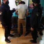 Exigió que lo atendieran golpeando las paredes del local con un machete y fue detenido