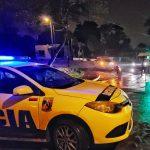 Colisión entre un automóvil y una motocicleta dejó como saldo un joven lesionado