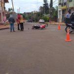 Colisión entre una camioneta y una motocicleta, dejó como saldo un hombre lesionado