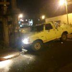 Despistó con su camioneta e impactó contra un poste de energía eléctrica