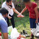 Policías junto a la comunidad: llevaron donaciones y una merienda para niños de Villa Svea