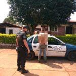 Guiaba una moto sin casco y terminó detenido por intentar agredir con machetes a los policías