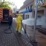 Bomberos de la Policía de Oberá realizaron trabajos de desinfección en la ciudad