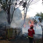 Una carpintería fue consumida por el fuego en Villa Lindstrom