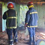 Bomberos sofocaron incendio en una vivienda deshabitada
