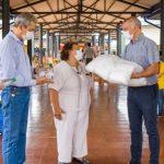 Entregaron barbijos y alcohol a productores y clientes en el Mercado Concentrador de Oberá