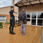 Intentó huir de la policía profirió insultos y fue arrestado
