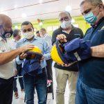 El Gobernador entregó material a Bomberos Voluntarios y anunció la creación de una brigada para combatir incendios forestales