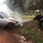 Bomberos sofocaron el incendio de un vehículo en Oberá