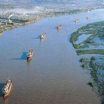 Las aguas del Paraná bajan turbias