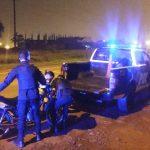 Interceptaron a dos jóvenes con una motocicleta presuntamente robada