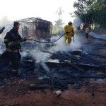 Una vivienda fue totalmente consumida por un incendio en el barrio Villa Bonita