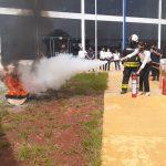 Capacitación: Policías y Bomberos capacitaron a empleado municipales sobre el uso adecuado de extintores de incendios