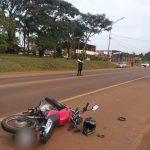 Colisión entre un vehículo y una motocicleta, dejó como saldo un joven lesionado