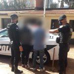 Amenazaron con un hacha a una vecina y fueron detenidos