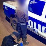 En Campo Ramón detuvieron a un hombre por amenazar a otro con armas blancas