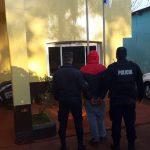 Intentó ingresar al predio de una empresa privada, agredió a policías y terminó detenido
