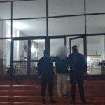 Detuvieron a un hombre por amenazar con un arma de fuego a dos mujeres en un bar