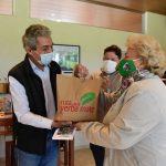 Entregaron libros de autores misioneros para alojamientos turísticos de Oberá